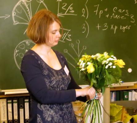 Студенты учатся собирать букеты